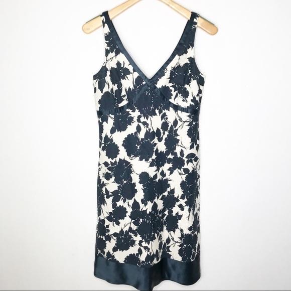 J. Crew Dresses & Skirts - J Crew Linen Summer dress with silk Trim